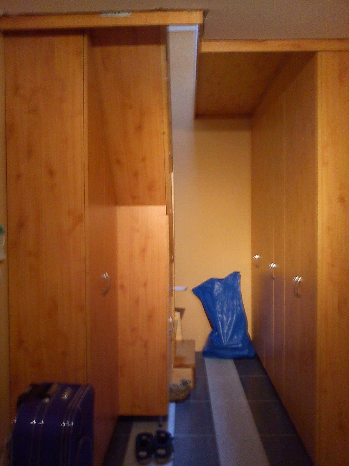 lépcső alá beépített fenyő előszoba szekrény - nyul.janos-szoke ...