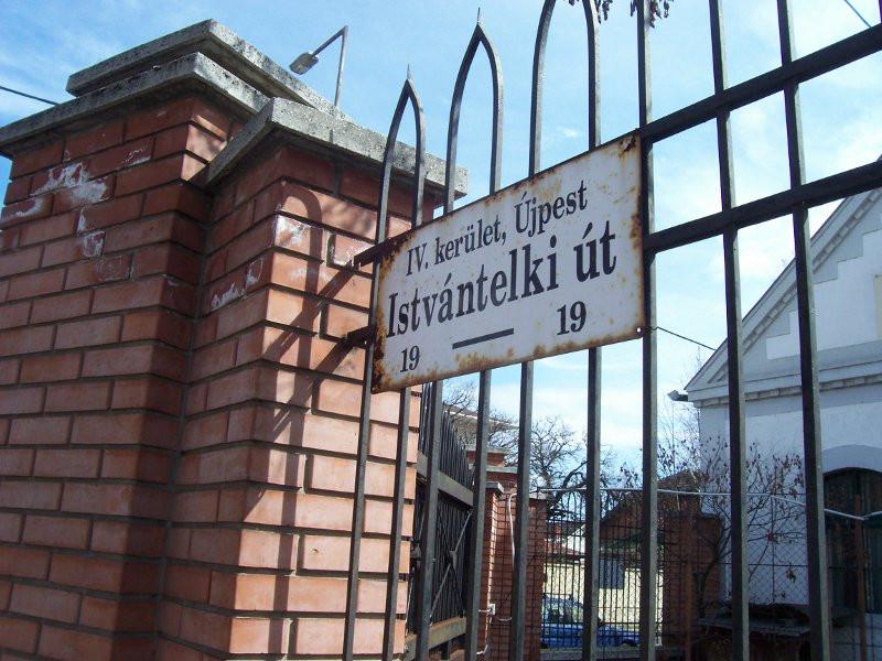 Istvántelki utcatábla
