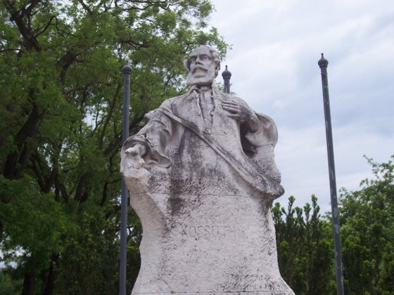 Rákospalota, Kossuth-szobor