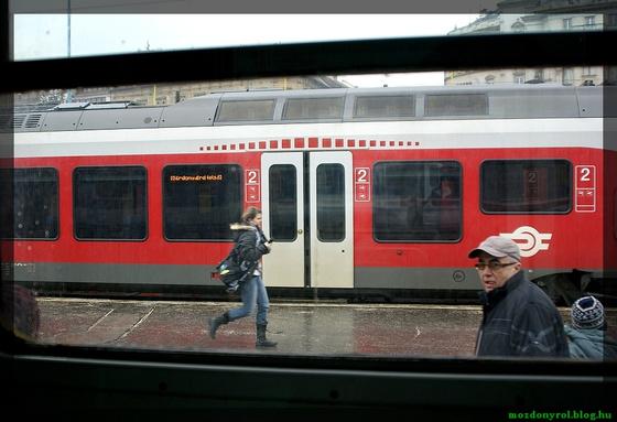 sargakeramit: 0004 Életkép - Déli pályaudvar
