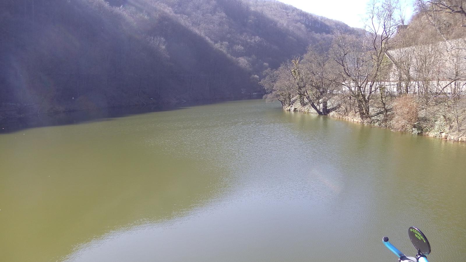 Levegő: 21 fok Víz: 3 fok /Hámori-tó/