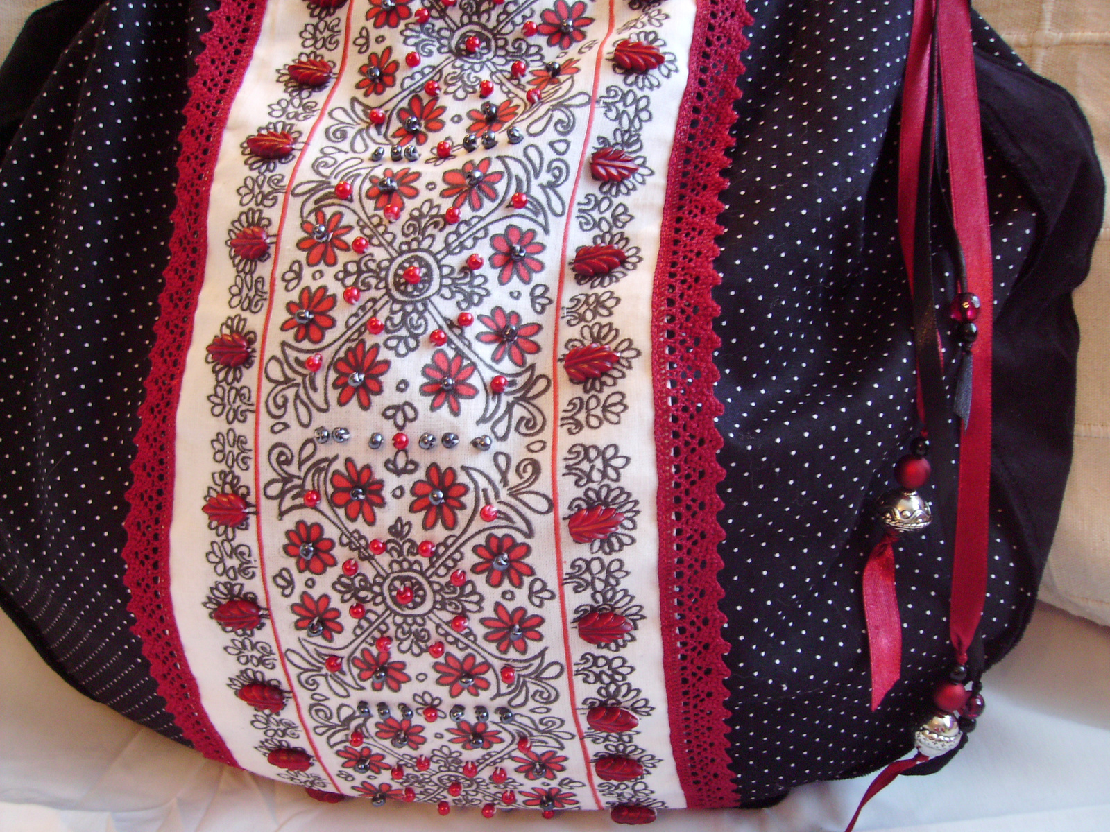 03 Piros-fekete táska