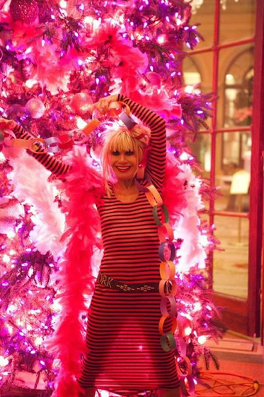 The Strange: betsey christmas tree2