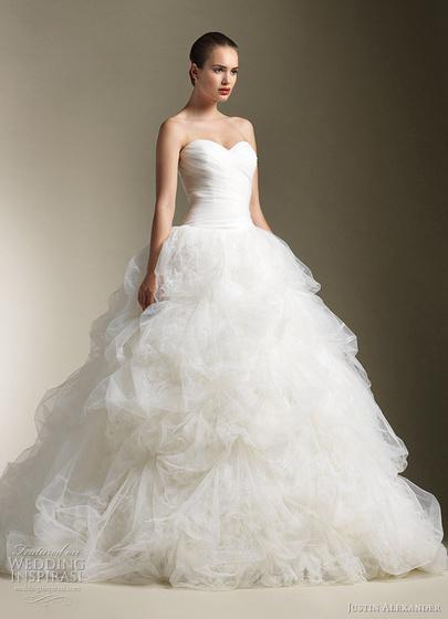 2320eba8ea Gyönyörű hófehér menyasszonyi ruhák - Strange's fashion & gossip