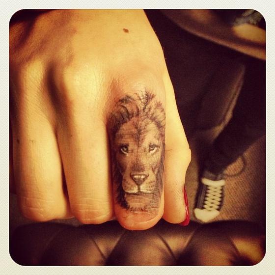 The Strange: lion2