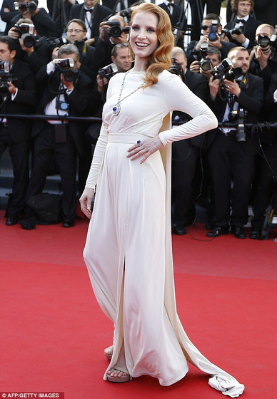 The Strange: cannes-jessica-chastain-versace