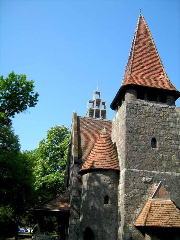 torony torony hátán