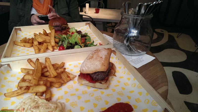 BurgerAndLove024