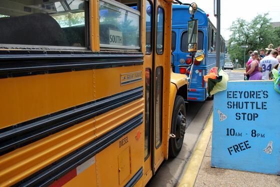 solkim001: Béke és ingyen busz. Nem mellékes, hogy nem volt rajta légkondi,