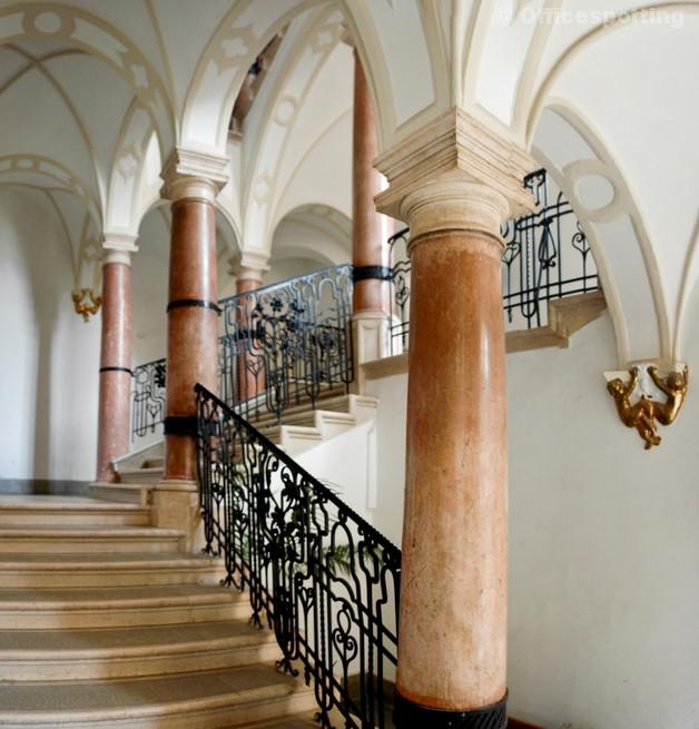 Prezi lépcsőház (1)