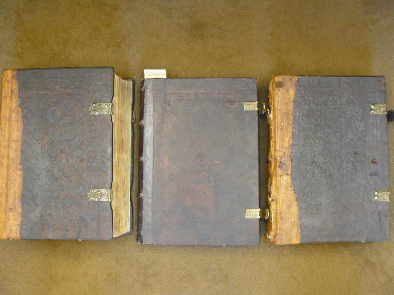 A második, aharmadik és a negyedik kötet kötése a bécsi domonkos