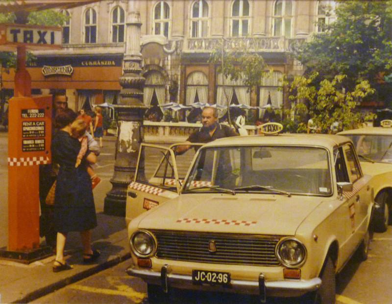 fovarosi.blog.hu: Fotaxi-1970esEvek-VorosmartyTer