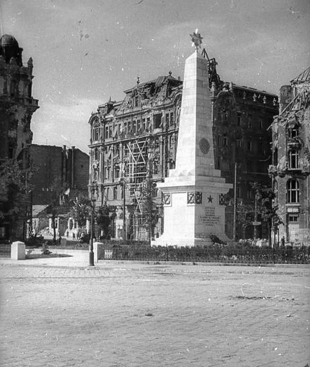 fovarosi.blog.hu: GellertTer-1945-fortepan.hu-45572 - indafoto.hu
