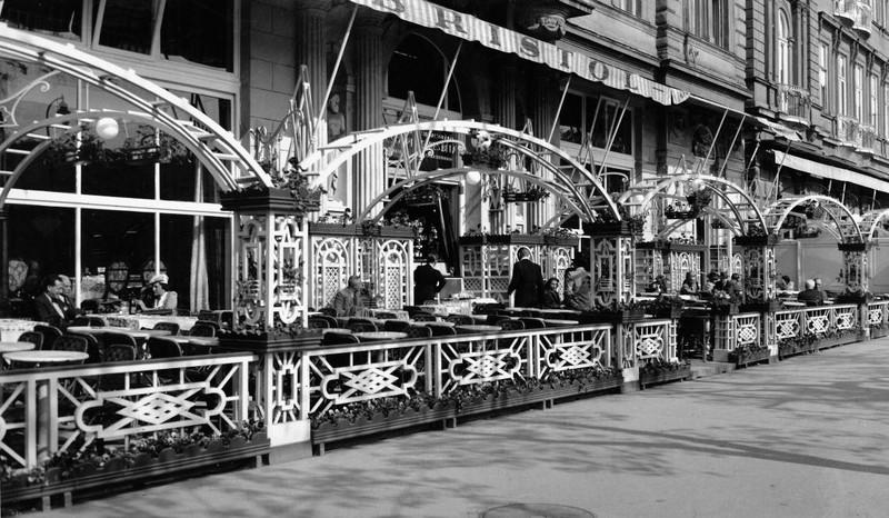 fovarosi.blog.hu: BristolHotel-1943-Terasz-fortepan.hu-105682 - indafoto.hu