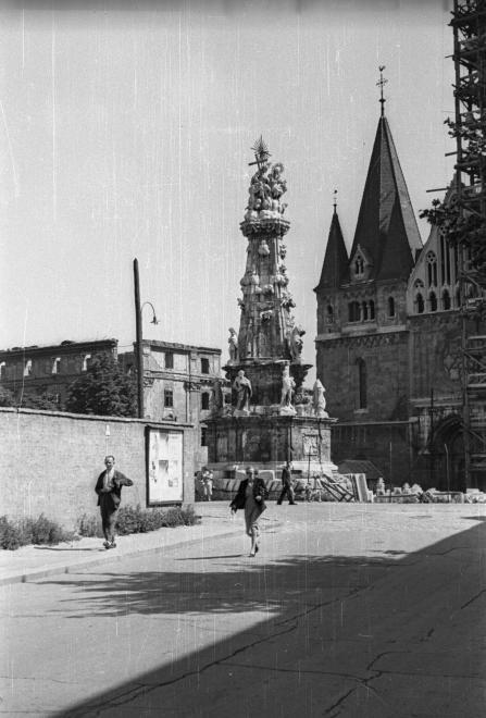 SzentharomsagTer-1957Korul-fortepan.hu-115447