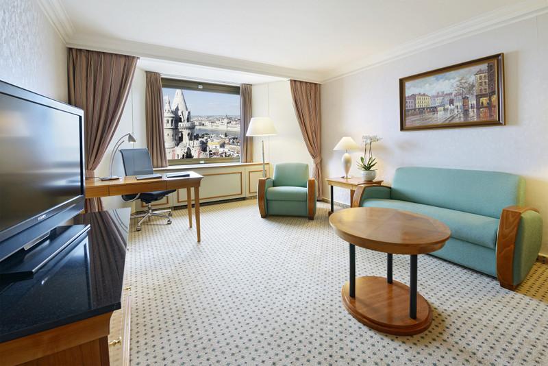 Hilton-BudaiVar-2017-KingDanubeJuniorSuite-Regi