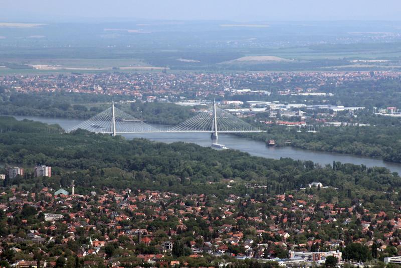A Megyeri híd leglátványosabb része, a két pilonnal. (kép: kektura.blog.hu)