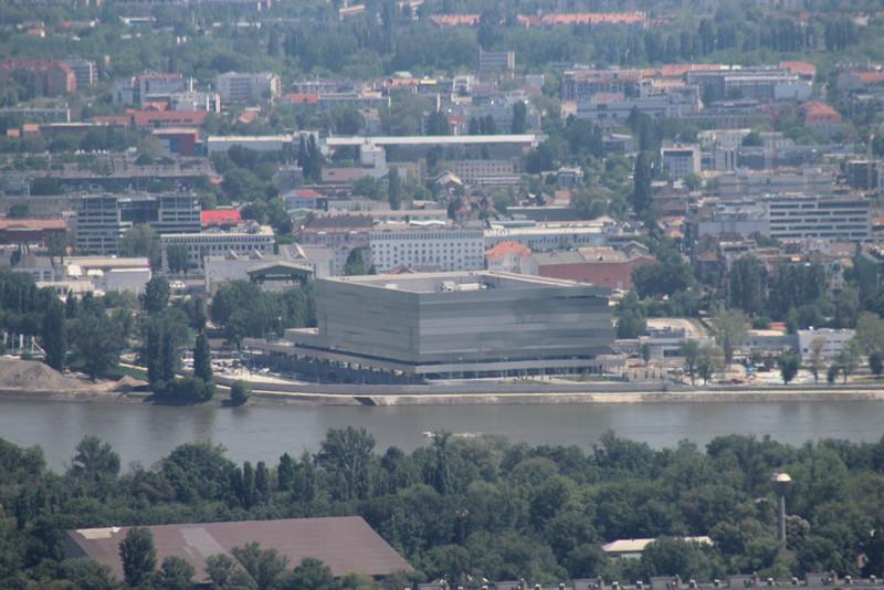 A Duna Úszóaréna jókora kockája. (kép: kektura.blog.hu)