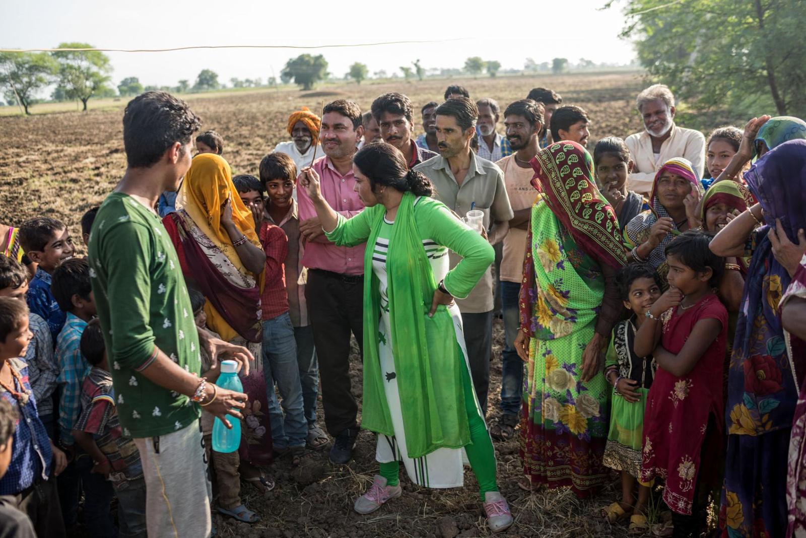 sanitation-india-group-field.adapt.1900.1