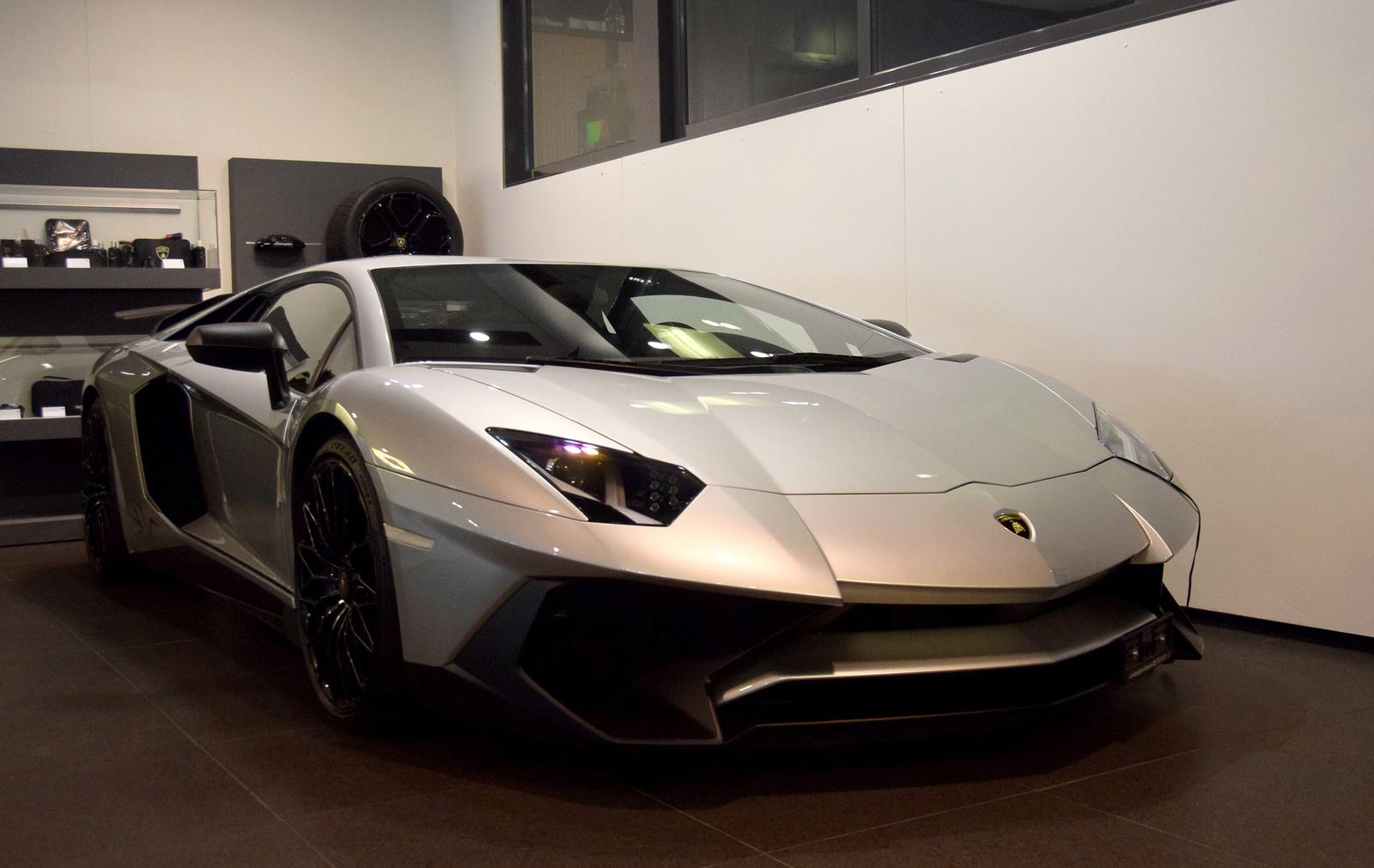 Lamborghini Avantador LP750-4 Super Veloce
