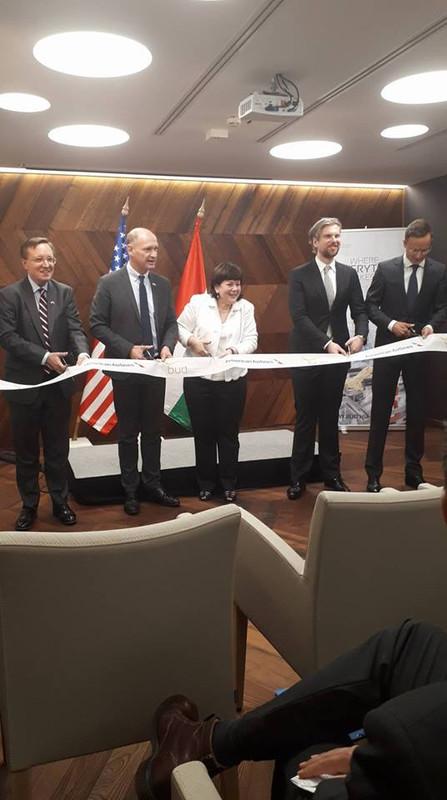 Még egy szalagvágás, ezúttal Szijjártó Péter és a budapesti Amerikai Nagykövetség ügyvivője is csatlakozott