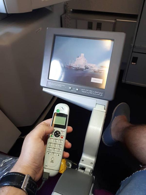Economy: a vészkijáratok melletti ülésekben más fajta monitorok találhatóak