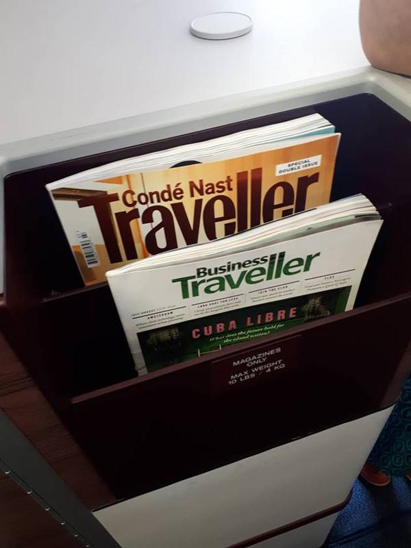 A Business osztályon a fedélzeti magazin mellett nemzetközi folyóiratok és újságok is helyet kapnak