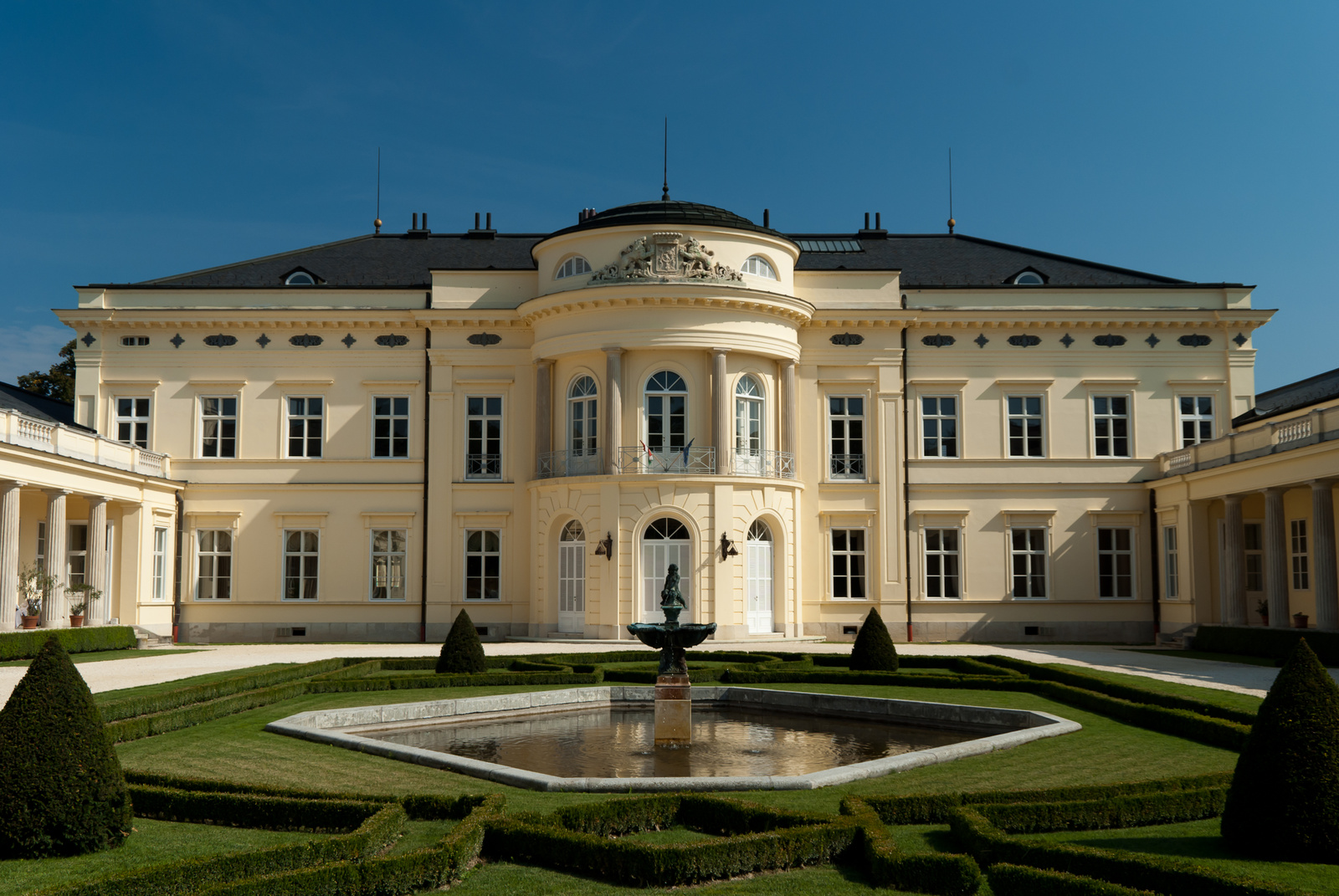 AZso: Károlyi-kastély, Fehérvárcsurgó