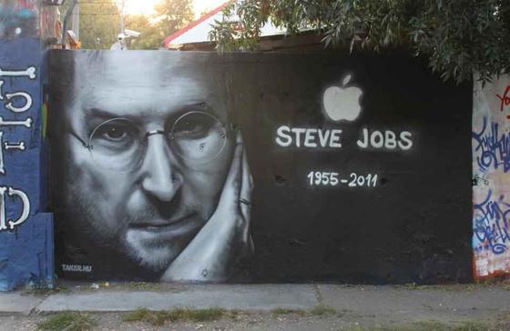 Steve Jobs grafitti a Filatorin - már a halála napján fotó: Jamr