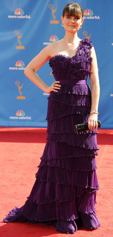 Virgogirl: 2010emmy deschanel01