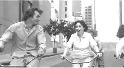 Ashton Kutcher, Zooey Deschanel, Scarlett Johansson és Jay Hernandez - együtt egy régi bringás GAP reklámban