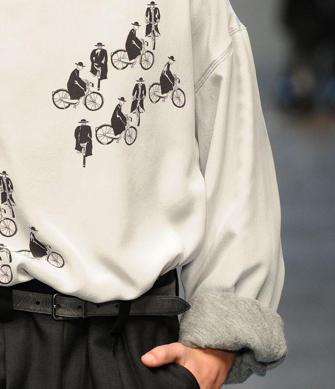 Bringázó papok Dolce&Gabbana módra