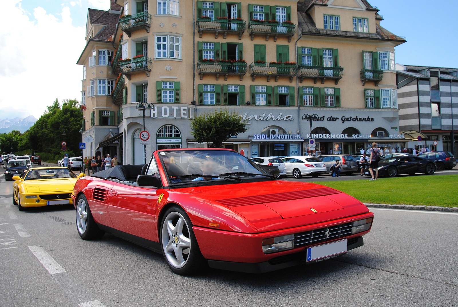Ferrari F355 Berlinetta - Ferrari Mondial T Cabriolet