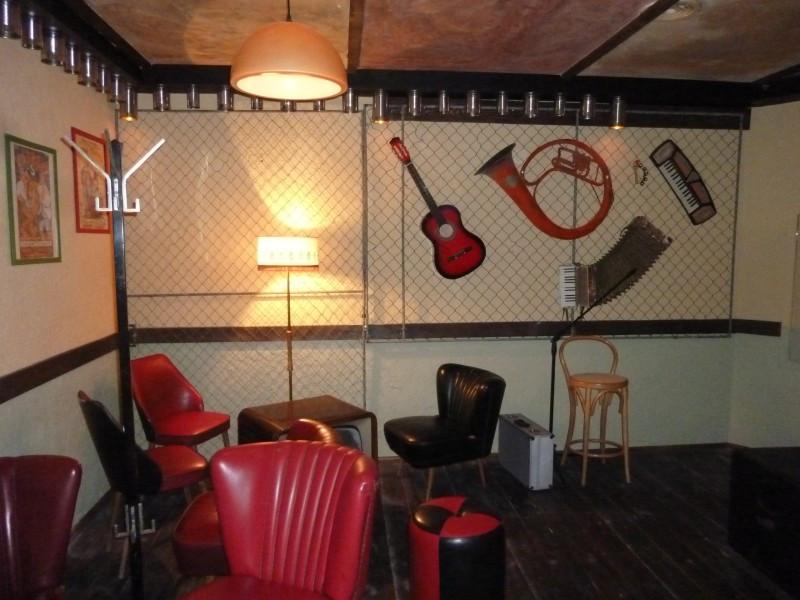 Hangszerek a falon