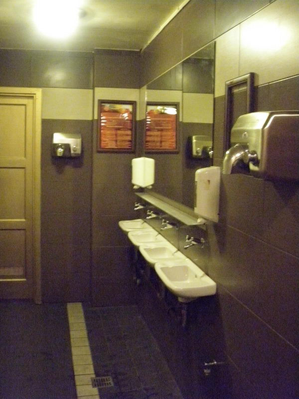 A mosdók méretén lehet helyet nyerni