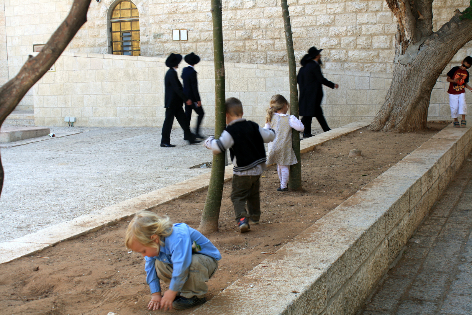 A Churva zsinagóga előtt