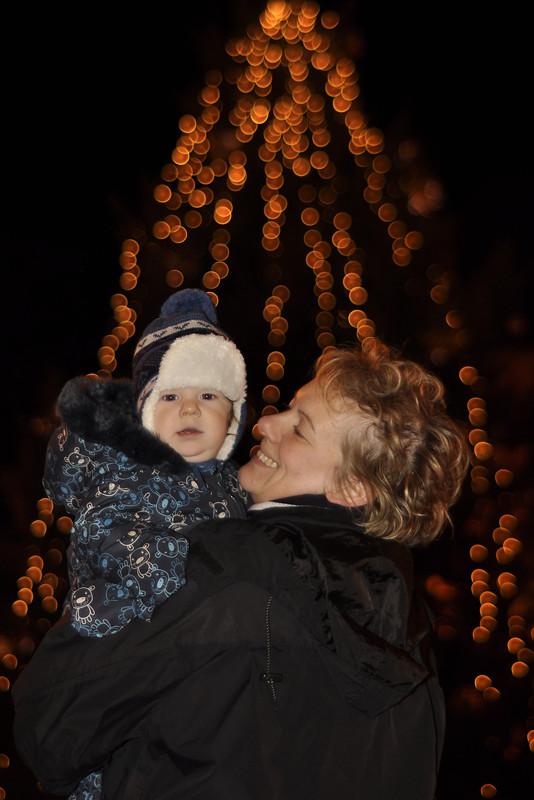 Anyával a fa alatt