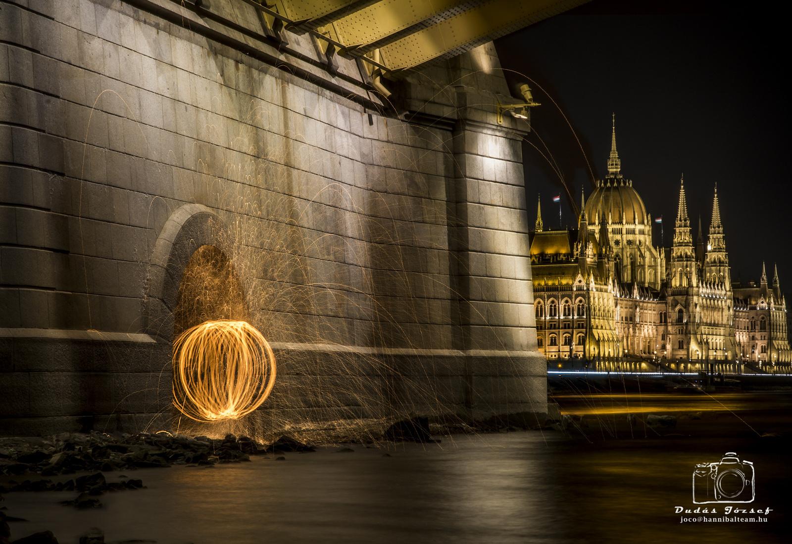 A Margit híd alatt