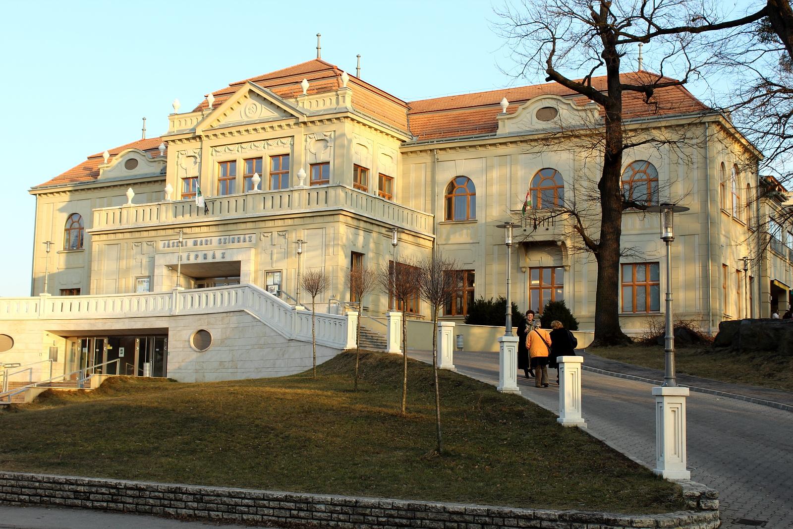 Színház-Tatabánya