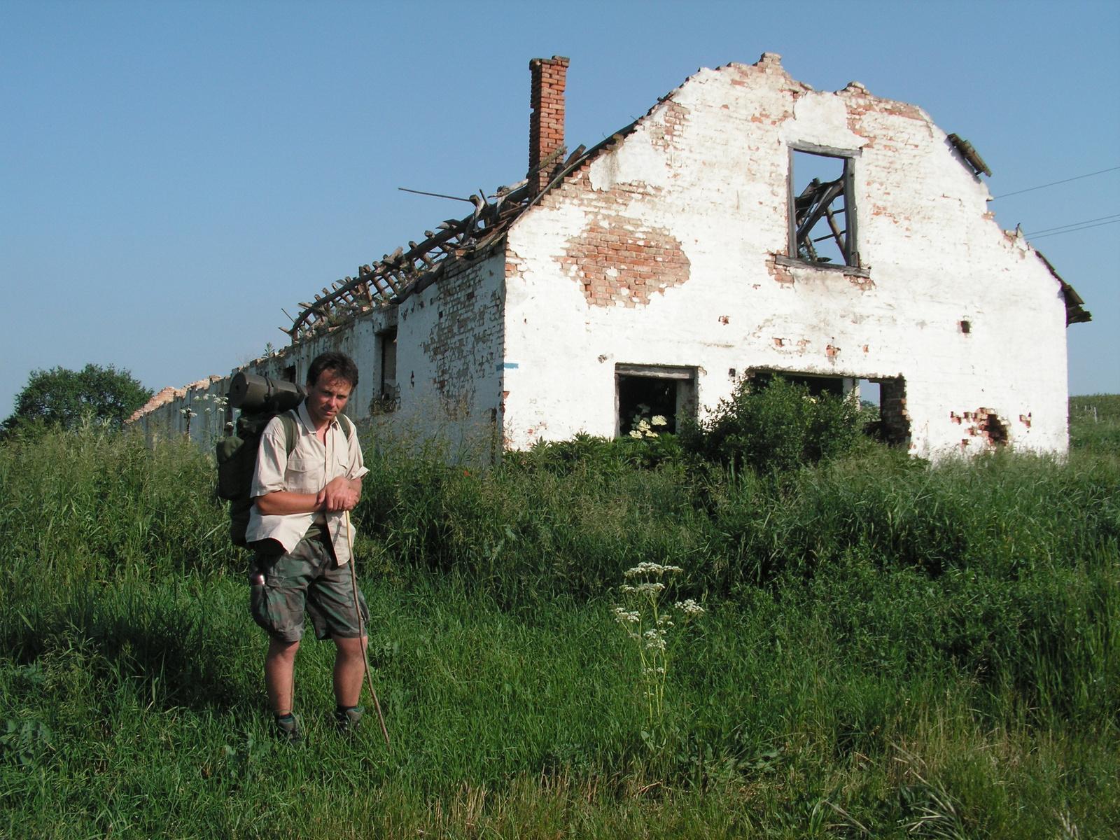 464 Baktakék, hajdani istálló 2008-ban