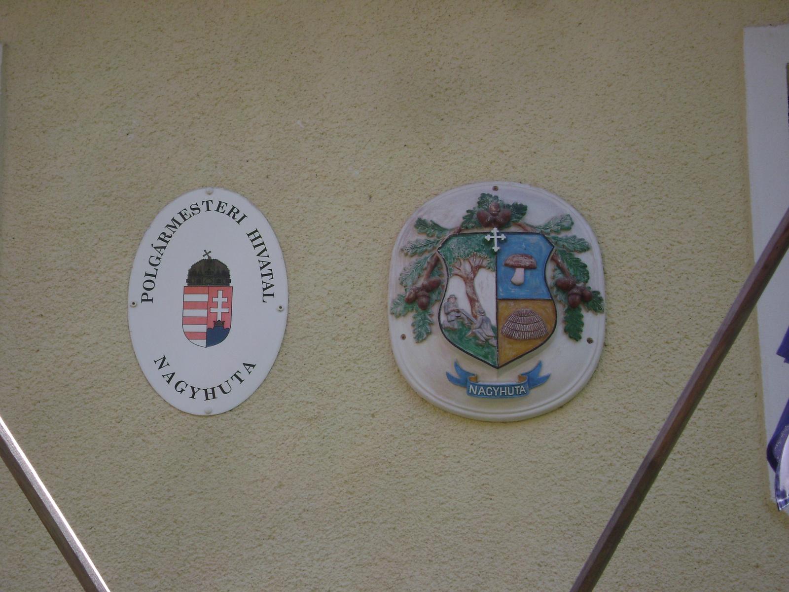 347 Nagyhuta természetközeli címere