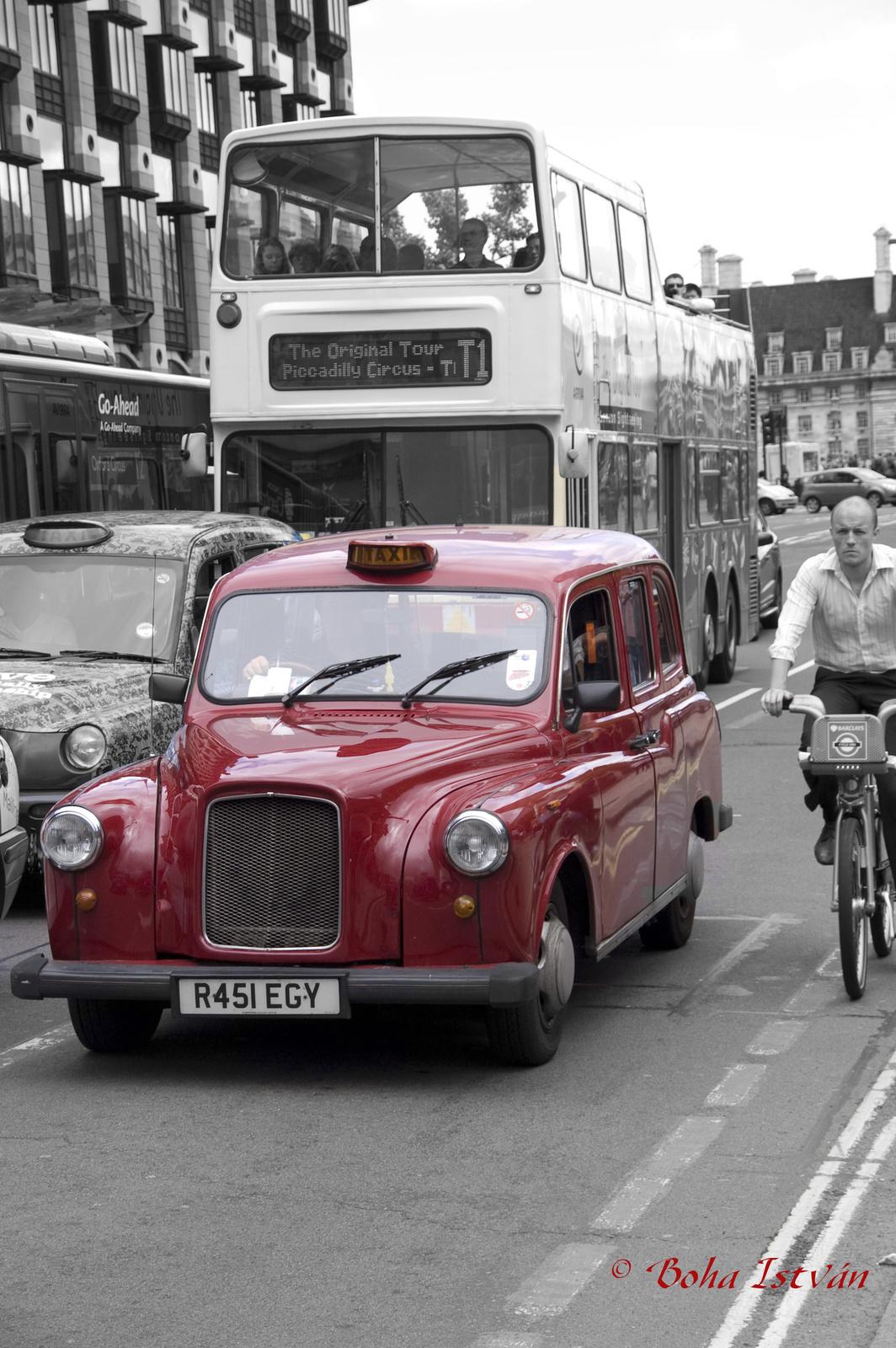Piros Taxi Londonban