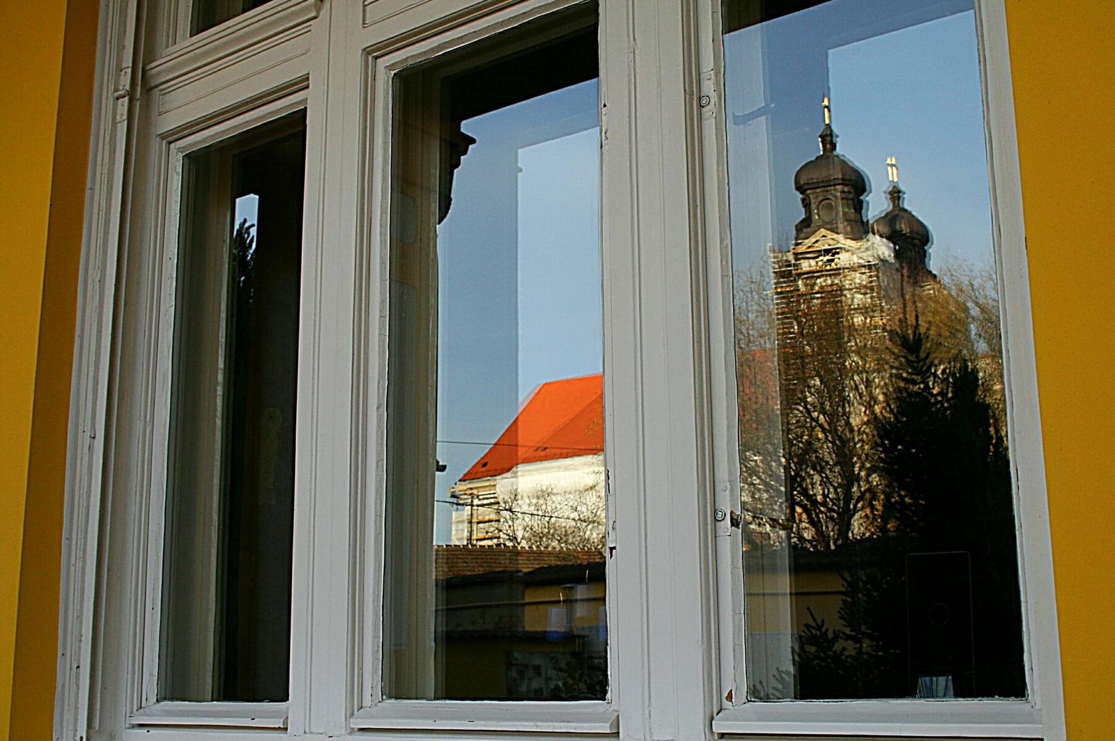 Templom az ablakban