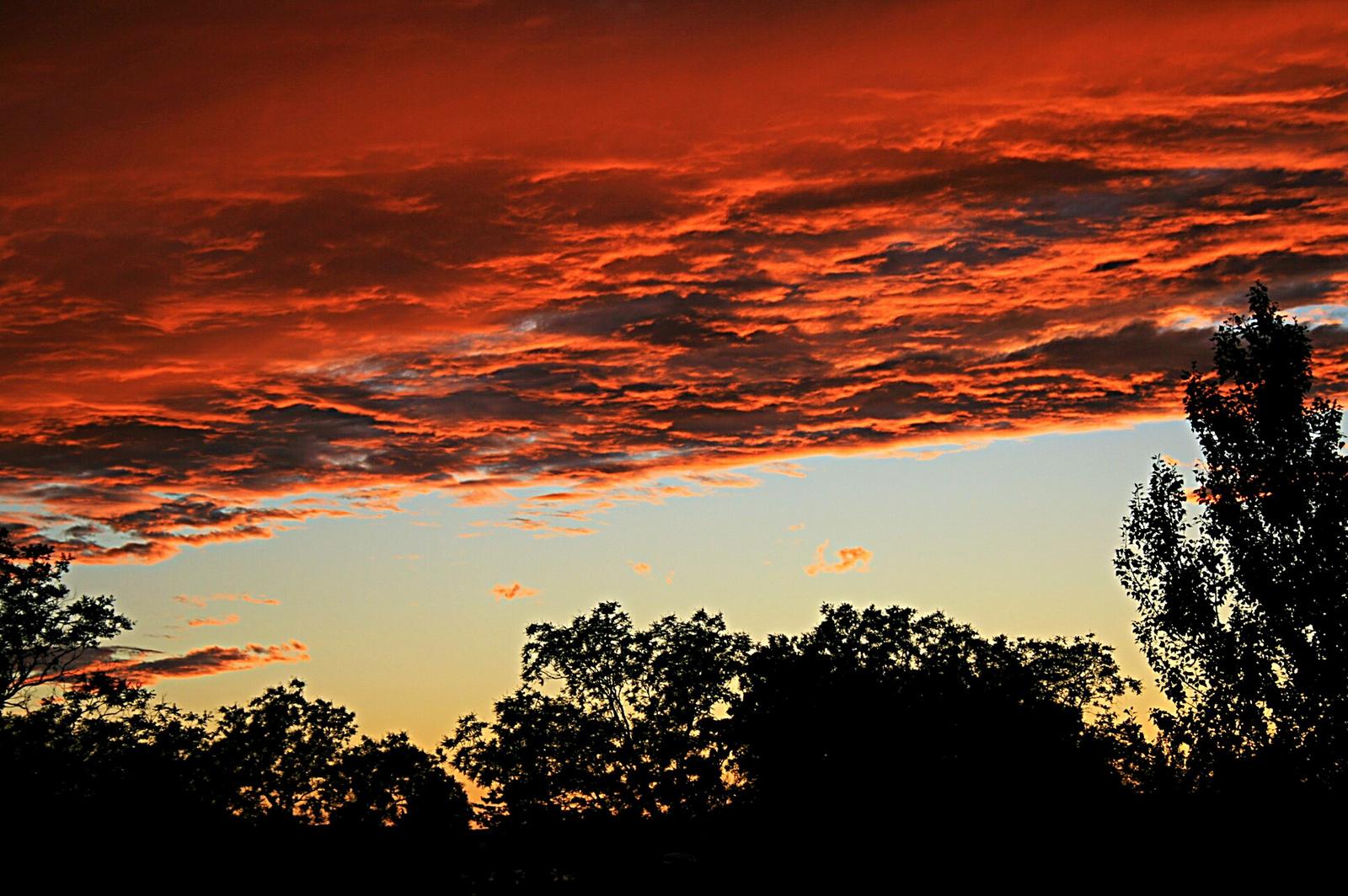 Lángoló égbolt
