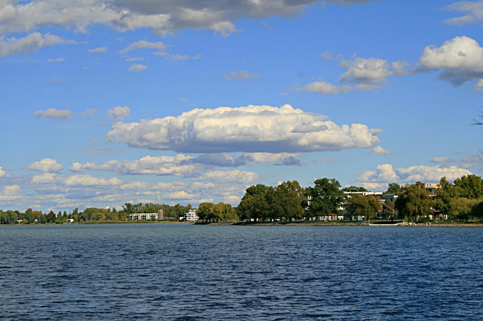 UFO a tó felett