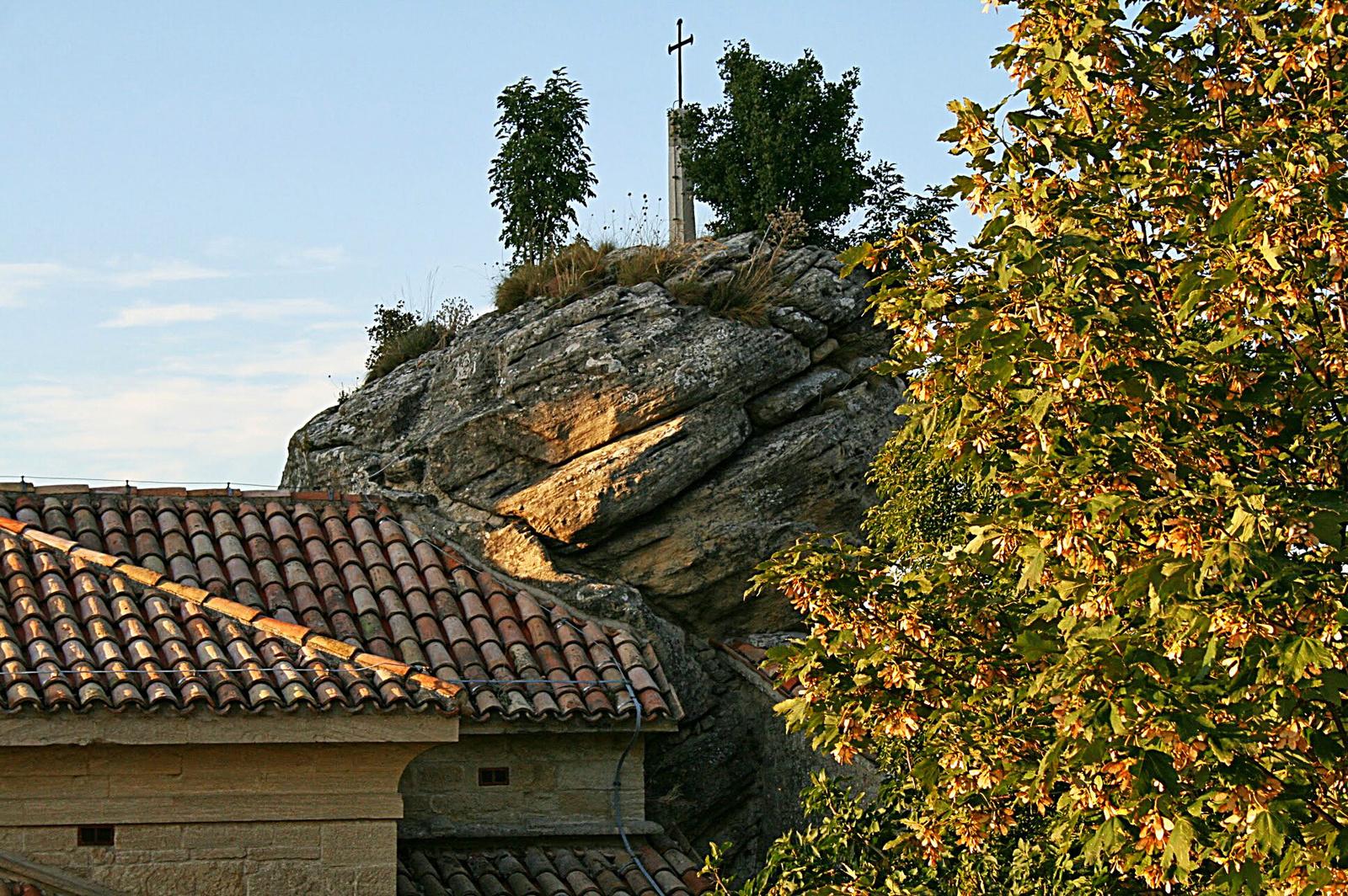 Kereszt a sziklán