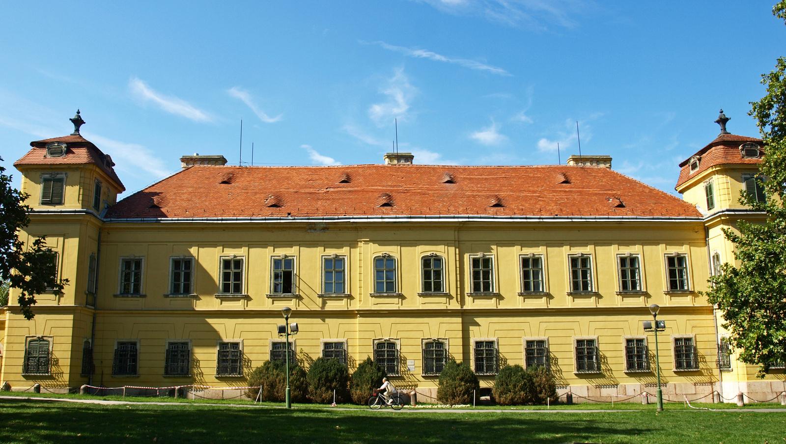 Tata -Esterházy kastély