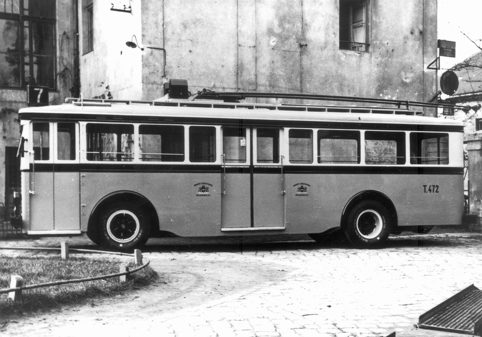 Trolibusz-1930asEvek-Fortepan.hu-24048