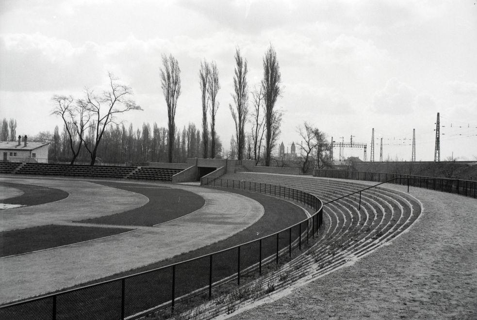 Nepliget-1938Korul-EpitokPalya-fortepan.hu-173358