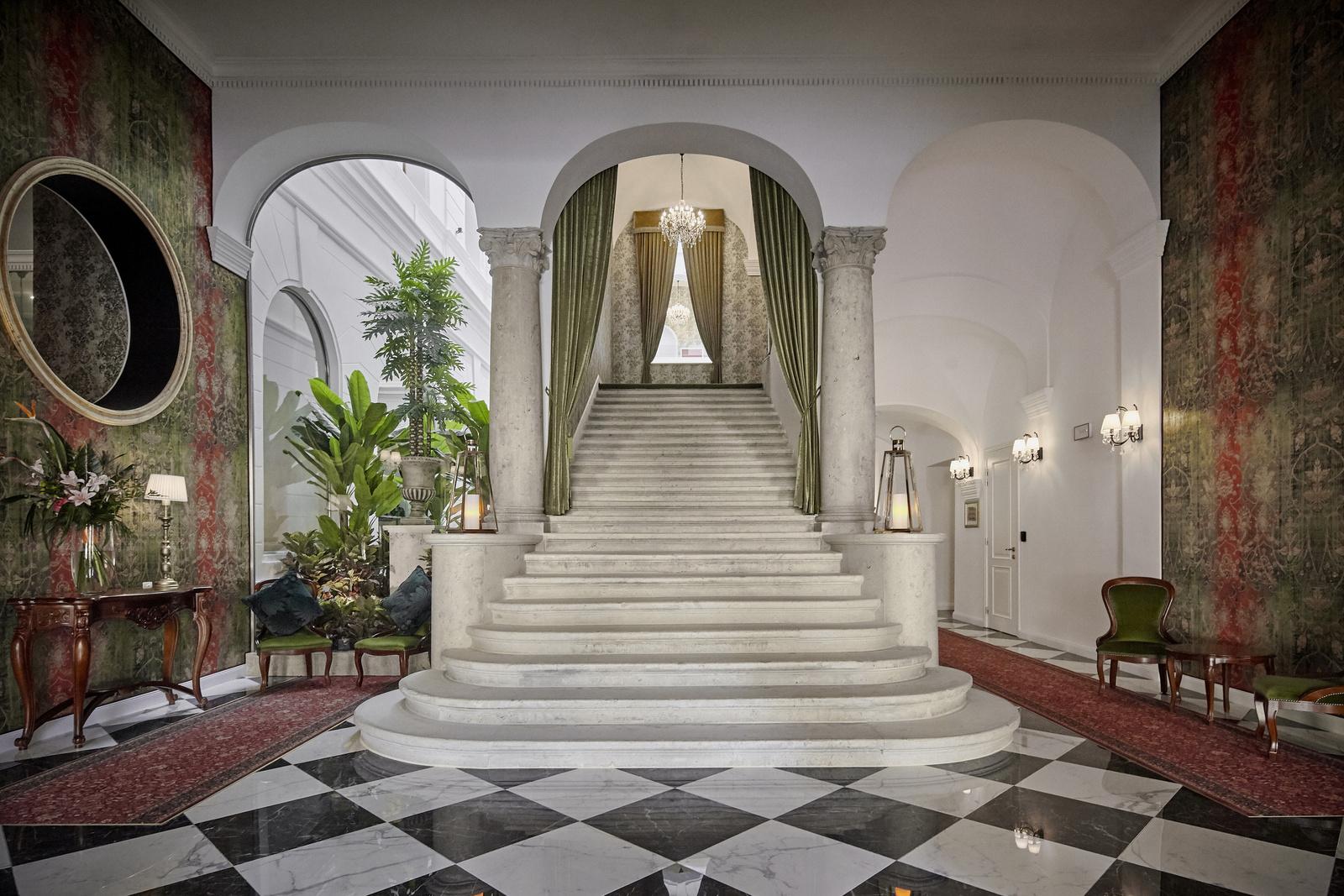 MysteryHotel-2019-main staircase-1
